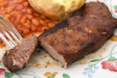 Barbecue cuit au four de pomme de terre d'haricots de bifteck d'aloyau photographie stock
