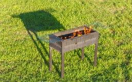 Barbecue de mise à feu après flambage du liquide de Firestarter photographie stock