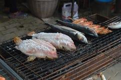 Barbecue de poissons images libres de droits