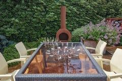 Barbecue in de tuin Stock Afbeeldingen