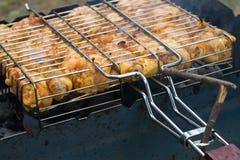 Barbecue de viande de poulet préparé grillé sur le gril de BBQ image libre de droits