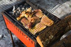 Barbecue in de winter royalty-vrije stock afbeelding