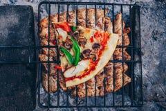 Barbecue di estate con il pollo pranzo Fotografia Stock Libera da Diritti