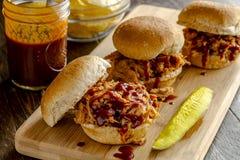 Barbecue Getrokken Varkensvleessandwiches Royalty-vrije Stock Afbeelding