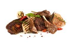 barbecue grilla odizolowywającego smażone kiełbaski Zdjęcia Stock