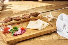 Barbecue meat with fresh vegetables Royalty Free Stock Photography