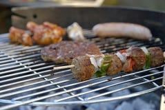 Barbecue met familie Royalty-vrije Stock Afbeeldingen