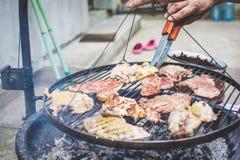 Barbecue op de grill Stock Afbeeldingen