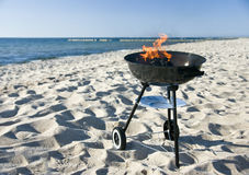 Barbecue op strand Stock Foto's