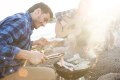 Barbecue sur le gril Photos libres de droits