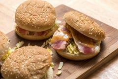 Barbecue Tuna Burger royalty-vrije stock afbeeldingen