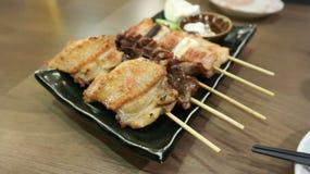 Barbecued цыпленок или зажаренный цыпленок и зажаренная говядина Стоковые Изображения RF