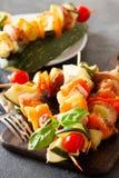 Barbecued indyczy kebab z pieprzem, pomidory i zucchini, dalej zalecamy się Zdjęcie Stock