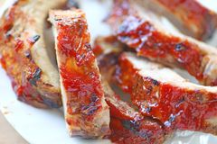 Barbecued ribs on a plate Royalty Free Stock Images