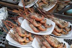 Barbecuegarnalen van Ampawa-het Drijven Markt, Thailand Royalty-vrije Stock Fotografie