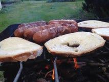 Barbecueworsten stock afbeeldingen