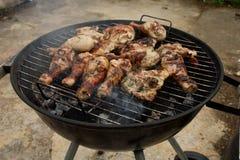 barbecuing цыпленок Стоковая Фотография RF