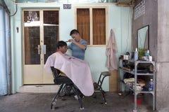 Barbeiro do pátio traseiro em Saigon Foto de Stock Royalty Free