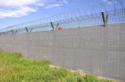 Barbelé, frontière de sécurité Photo stock