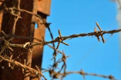Barbelé parfois réminiscent des camps de concentration Images libres de droits