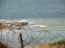 Barbelé sur la falaise de Pointe du Hoc Images libres de droits