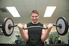 barbell άτομο γυμναστικής Στοκ φωτογραφίες με δικαίωμα ελεύθερης χρήσης