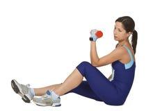barbell κάνοντας τη γυναίκα άσκη&s στοκ φωτογραφία με δικαίωμα ελεύθερης χρήσης