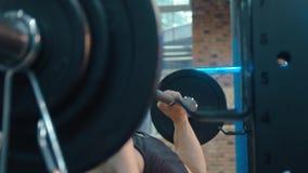 Barbell de levage d'athlète banque de vidéos