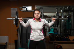 Barbell Pękaty trening Dla nóg Fotografia Royalty Free