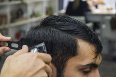 Barber cutting hair Royalty Free Stock Photography