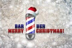 Barber Pole avec le chapeau de Santa Claus sur un fond gris Inscription, Barber Merry Christmas Bonne année de carte de voeux illustration libre de droits
