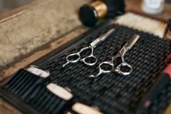 Barber Tools And Equipment In Barber Shop Hair Salon Close acima fotografia de stock royalty free
