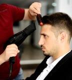 Barberare och klient Royaltyfria Foton
