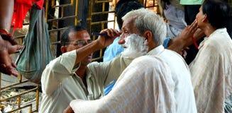 Barberare på arbete Arkivbild