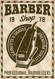 Barberaren shoppar affischen med den elektriska hårclipperen Vektor Illustrationer