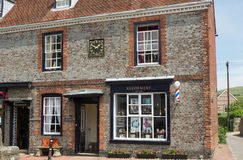 Barberaren shoppar i Alfriston, östliga Sussex, England royaltyfri fotografi