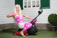 Barbie che si siede su una falciatrice Fotografia Stock Libera da Diritti