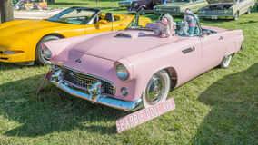 1955 Barbie Doll Thunderbird bij de Woodward-Droomcruise Royalty-vrije Stock Fotografie