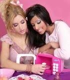 barbie mody dziewczyn kuchenni mikrofali menchii cukierki Obrazy Royalty Free