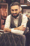 Barbiere alla moda bello fotografia stock libera da diritti