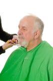 Barbiere di Feamale che rade cliente immagine stock libera da diritti