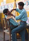 Barbiere laterale della via, Jaisalmer, India Immagini Stock