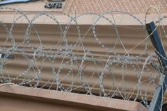Barbwire που εξασφαλίζει το ξενοδοχείο Στοκ Εικόνες
