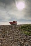 Barca abbandonata sulla spiaggia Fotografia Stock