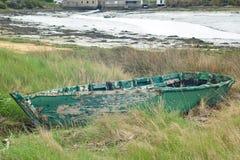Barca abbandonata verde Immagine Stock