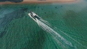 Barca aerea all'isola stock footage