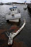 Barca affondata nel canale di Sheepsheadbay Fotografia Stock Libera da Diritti