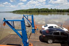 Barca al confine dell'Argentina e del Paraguay lungo il Paranà fiume fotografia stock libera da diritti