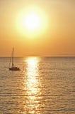 Barca al tramonto Stock Afbeelding