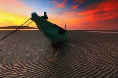 Barca & alba Immagine Stock